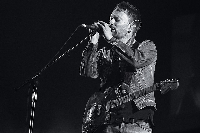 Thom Yorke playing Telecaster Deluxe