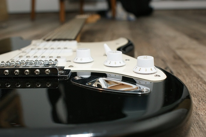 How to Shop for Electric Guitars for Sale