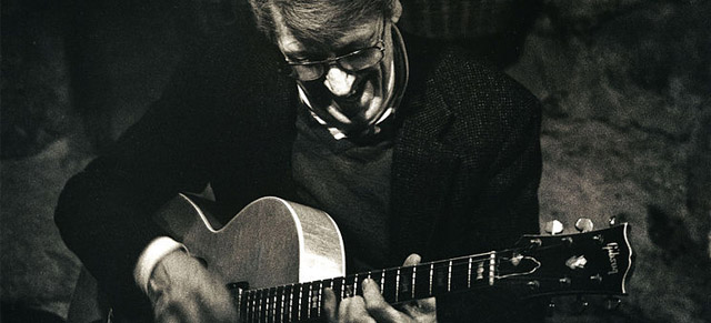Photo of Tal Farlow in 1992: What do Gibson and jazz guitar great Tal Farlow have in common? A long history of collaboration as Farlow played, revamped, and on several occasions even designed special edition guitars for them.